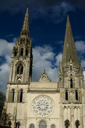 Cathédrale de Chartres : A sunny blue sky...a chilly day!