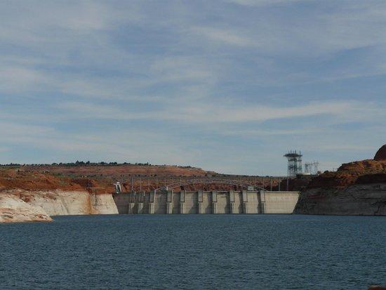 Lake Powell Boat Tours : Glen Canyon Dam