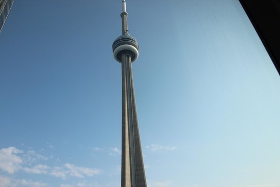 The Ritz-Carlton, Toronto: CN tower - view from our window - 1 block across the street!