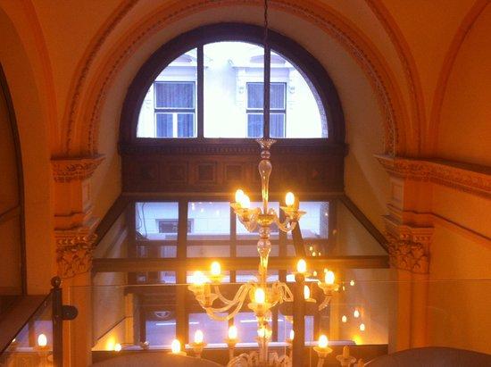 Hotel Museum Budapest: lobby view