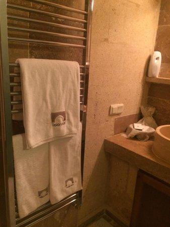 Taskonaklar Boutique Hotel : Heated towel rack inside a cave bathroom!