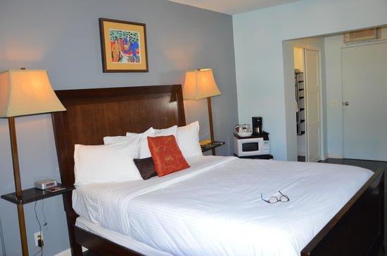 Avanti Hotel: Room