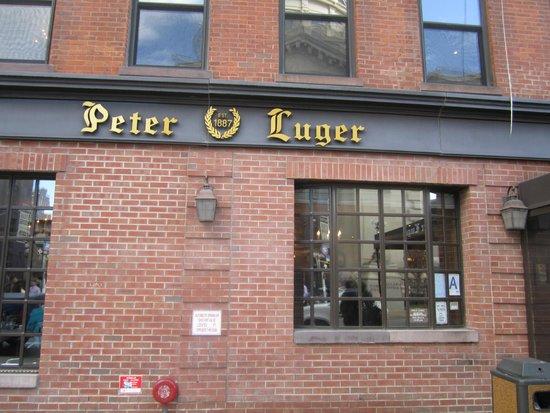 Peter Luger Steak House : nice buliding
