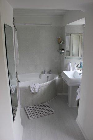 Glenardoch House: Blue Room Bathroom