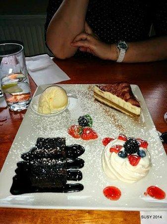 Vittos Restaurant & Bar: Dessert plate to share