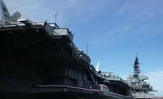 Musée de l'USS Midway : ピアから見たMidway