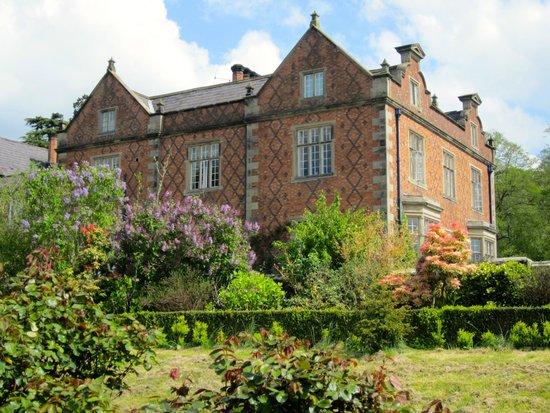 Willington Hall Hotel: Great gardens, especially in high gardenining season