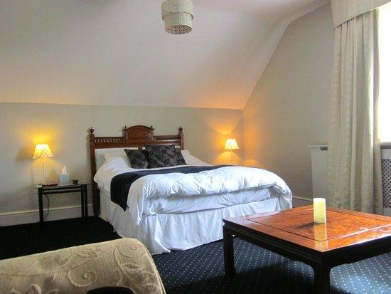 Willington Hall Hotel: 'Left-hand-side' attic room (feels better than it looks!)
