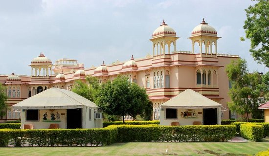 juSTa Rajputana, Udaipur Resort: Swiss Tents set against the backdrop of Palace Hotel