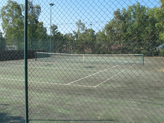 Eden Village Li Cupulatti : campo da tennis