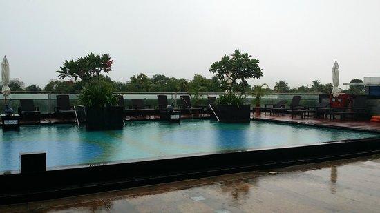 Holiday Inn Cochin : Swimming Pool