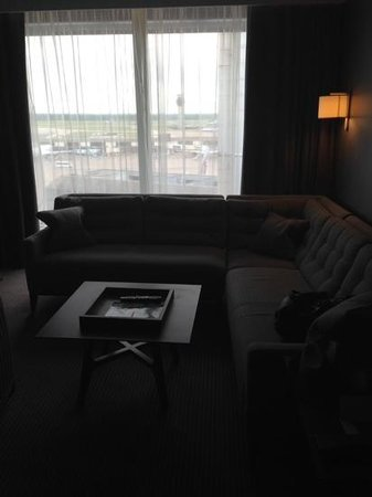 Radisson Blu Hotel, Manchester Airport : Junior Suite Lounge