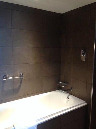 Radisson Blu Hotel, Manchester Airport: Seperate bath