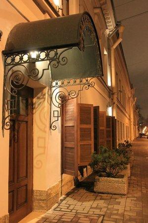 Alexander House : Вход