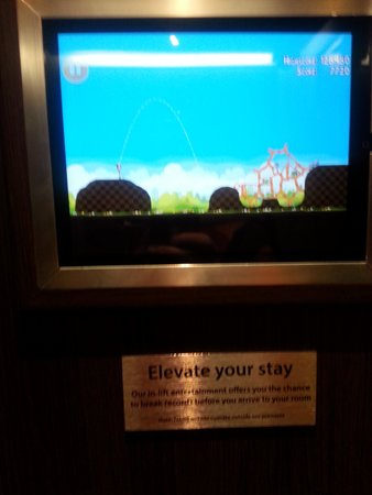 Holiday Inn Amsterdam: Il videogioco in ascensore