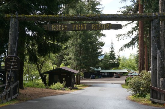 Rocky Point Resort: site entrance