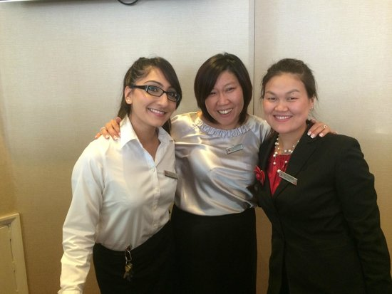 London Marriott Hotel Maida Vale : Jaewon Baek the wonderful front desk asst manager in the middle