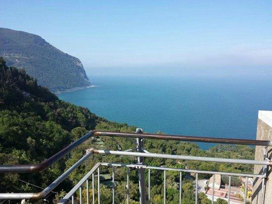 La terrazza  di Sirolo  a  pochissimi metri da Villa Gigli