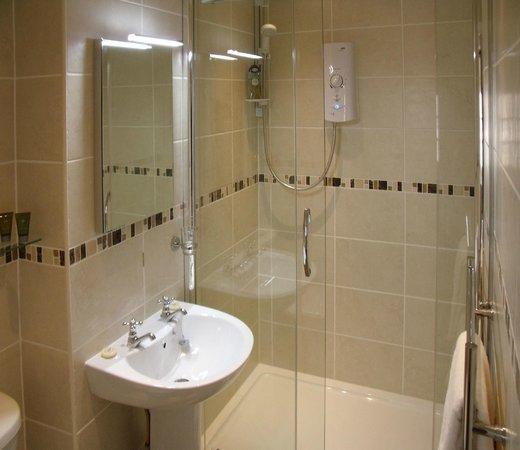 Wheelgate Bed & Breakfast: Buttermere bathroom