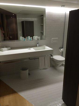 Hotel Astoria: Bathroom has no door from bedroom!