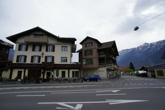 Tell Hotel-Restaurant: Outside of Hotel Tell (view from Hotel Sonne bus stop)