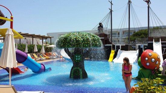 Zafiro Bahia: Kids pool