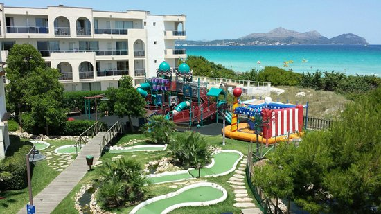 Hotel Viva Bahia: Playground and mini golf
