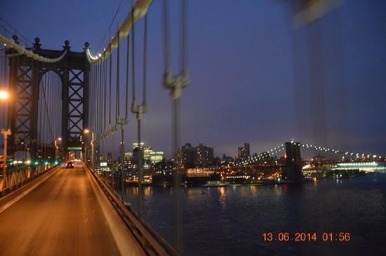 City Sightseeing New York: going over manhattan bridge