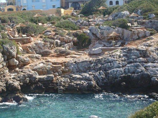 Giorgi's Blue Apartments : από τη θάλασσα
