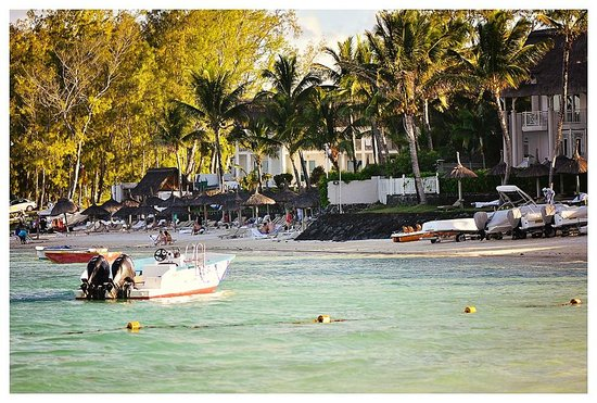 Ambre Resort & Spa: Beach