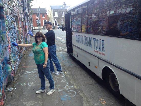 My Irish Guide - Dublin Craic Tour: Maureen & Joe from Virginia leaving their signature in Dublin.