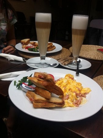 Piekarnia Sarzynski : Breakfast menu nr2 with lattemaciato (27pln)