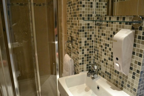 Lidos Hotel: Bathroom, clean and nice!