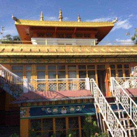 Norbulingka Institute: monestary inside