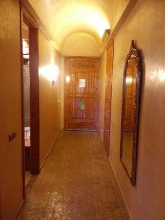 Es Saadi Marrakech Resort - Palace : Couloir d'entrée de la chambre
