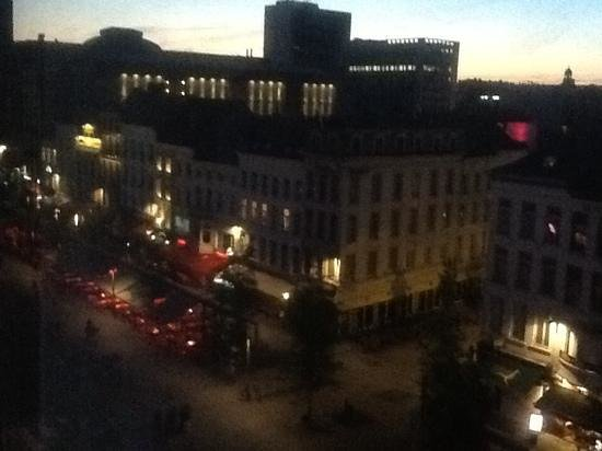 De Keyser Hotel: view from my room of the wonderful cafe culture at dusk