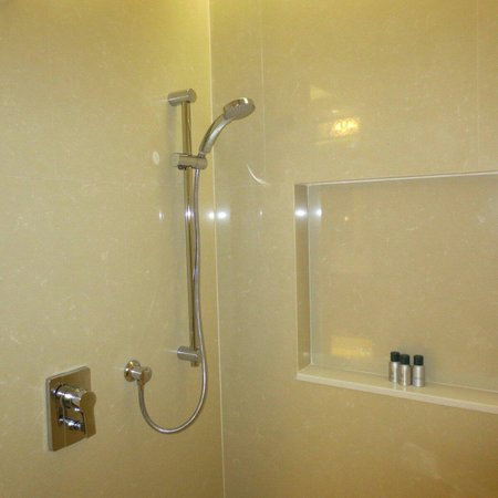 Tanjung Rhu Resort: shower room