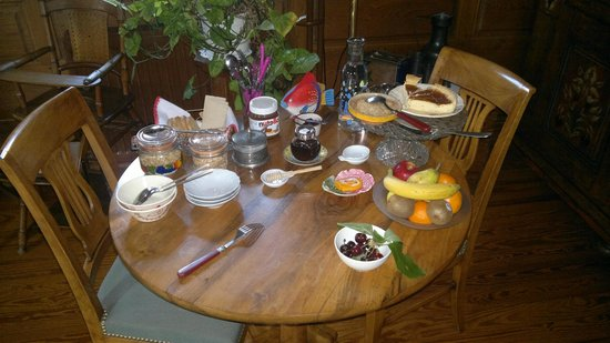La Ferme Bleue Vendenheim France : Breakfast side table