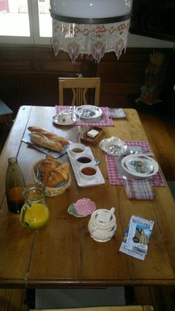 La Ferme Bleue Vendenheim France : Main breakfast table