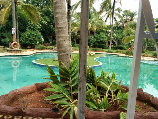Holiday Village: Pool