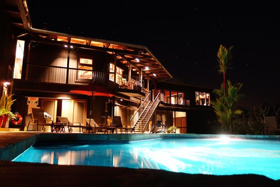 Holualoa Inn: BB, view from the pool at night
