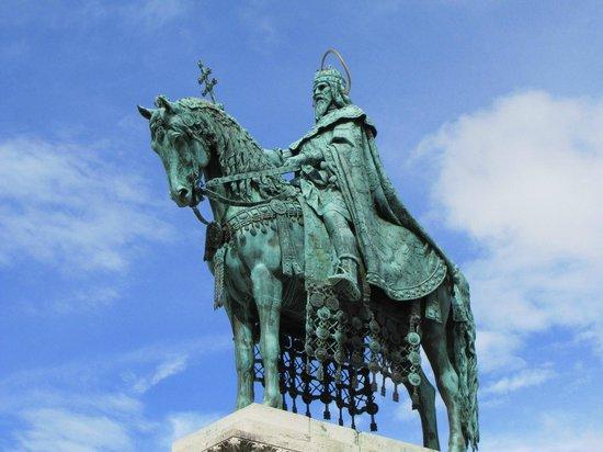 Statue of St Stephen: la statua