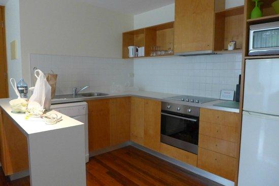 Phillip Island Apartments: Kitchen