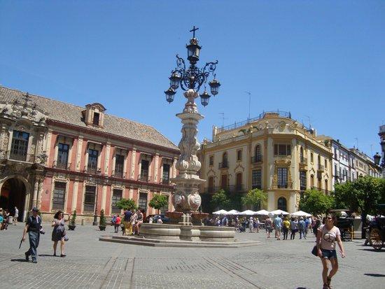 Barrio Santa Cruz : площадь триумфо
