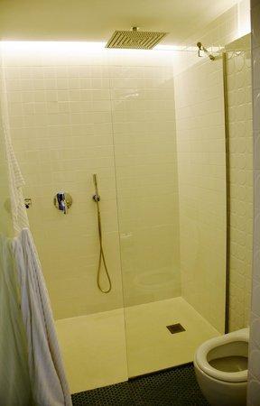 Hotel One Shot Prado 23: Drench walk in shower