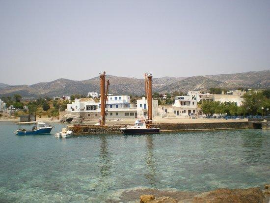 The Net: port de Moutsouna