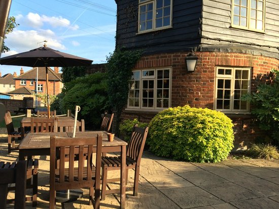 The Southcote Beefeater: Outdoor seating