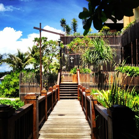 Gaya Island Resort : View of the walkway to the dining facility