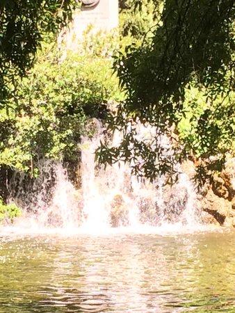 Parque de El Capricho: Cascada