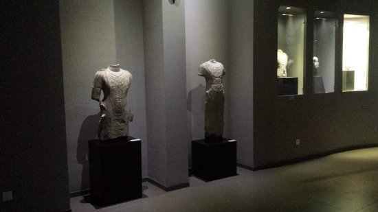 Zhucheng Museum: Sculptures in main museum